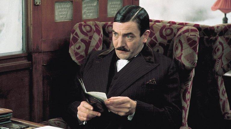 Убийство в Ориент експрес (1974)   Мадам Агата Кристи е задължително да присъства в преброяване на най-добрите мистерии на голям екран. Една от наистина златните класики в нейното творчество, е един от последните случаи на известия детектив Еркюл Поаро, който разкрива престъпление, докато пътува в известия Ориент експрес с група от 15 непознати.