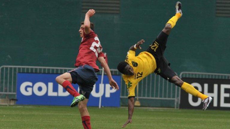 Домакините от САЩ победиха Ямайка с 2:0 и се класираха за полуфиналната фаза, където ще срещнат Панама