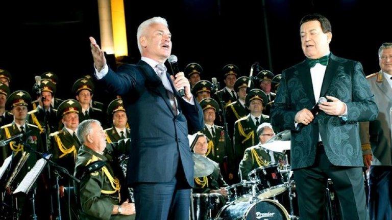 """Походът на """"Атака"""" към Народното събрание върви ръка за ръка с националното турне на депутата от Думата Йосиф Кобзон и ансамбъла на руското МВР. Който плаща, той поръчва музиката."""