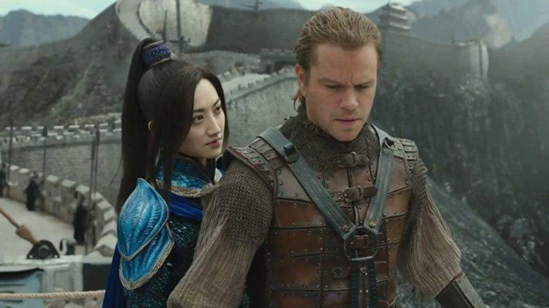 """Мат Деймън във """"Вликата стена"""" Деймън играе главния герой във филм, изцяло ситуиран в Китай – нормално е да има протести за избора на русия актьор. Колежката на Деймън – Констанс У – пише просторна критика към актьора, която завършва с призива да се спре с пропагандата, че само бели мъже могат да бъдат герои, и с категоричното заключение – """"Нашите смели мъже не изглеждат така!""""."""