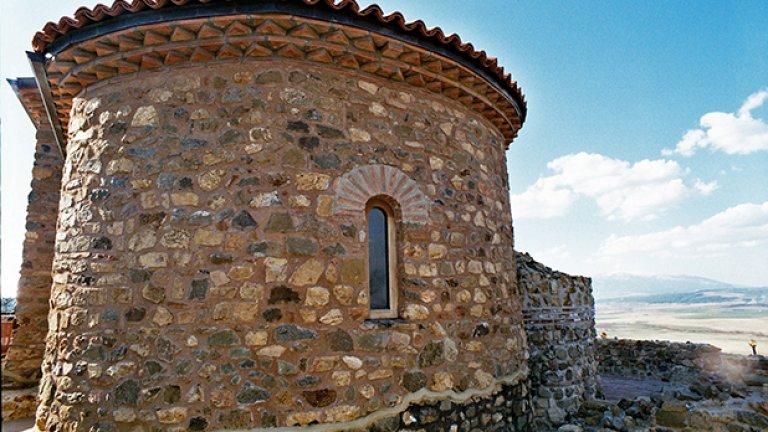 Крепостта се намира в близост до древния военен, търговски и съобщителен път от Рим през Аквилея, Рагуза, Скупи, Пауталия, Германея, Филипопол, Константинопол, както и до трудно достъпния, но най-пряк път към Македония.