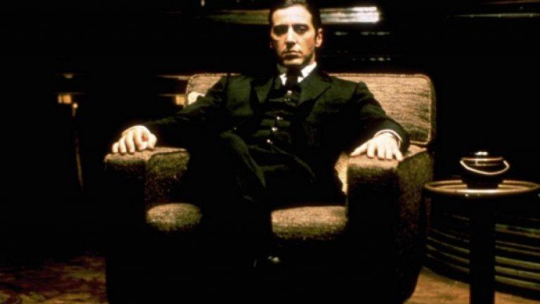 """Това е титанично представяне по всички критерии. Пачино предлага на зрителите един Майкъл Корлеоне, който едновременно е почти божествен в силата на духа си, но същевременно с това е и разпознаваем човек. С ролята си той помага Холивуд да възприеме онзи по-мрачен, повече вътрешно мъжествен идеал за мъж, който да се различава от типичните образи, предлагани до момента. Именно по това време в света на киното започват да се налагат заедно с него и други актьори от метод актинг школата като Робърт де Ниро и Дъстин Хофман. А Пачино успява да се утвърди още повече с филмите """"Серпико"""", """"Плашилото"""" и """"Кръстникът II""""."""