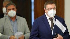 Министърът и главният държавен здравен инспектор призоваха да не се самолекуваме