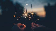 За промяната на духа също е нужна първа крачка – едно малко обещание между новогодишните наздравици, гледането на зарята и превъртането с палец на Newsfeed-a в търсене на снимки от новата година на Другия