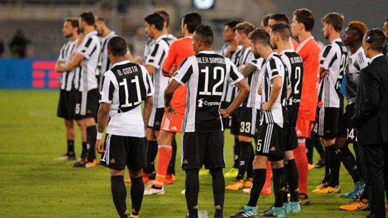 """Ювентус Шампионът на Италия вероятно ще успее да защити титлата си и без сериозни капиталовложения, но определено не е страшилището, което беше през последните години. """"Бианконерите"""" загубиха Суперкупата от Лацио с гол в последната секунда, който показа сериозните слабости в защитата на тима. Юве се отказа от лидера в дефанса си Бонучи, като го пусна при конкурента Милан, а отборът не блесна с някои сериозни входящи трансфери. Видно е, че """"старата госпожа"""" се нуждае от подмладяване. Плюсът е, че оставането на Дибала бе подсигурено, но този отбор не изглежда способен да се бори отново за Шампионската лига. В Скудетото също няма да му е никак лесно с оглед на все по-засилващата се конкуренция."""