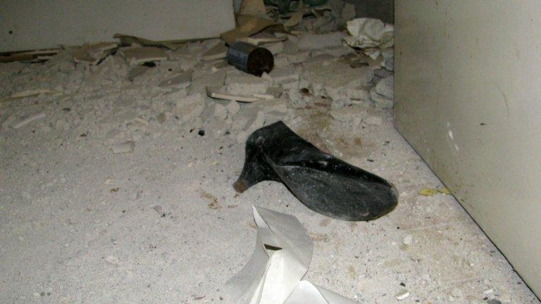 Времето е пробягало по коридорите, но си е забравило обувката