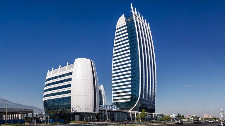 """""""Капитал Форт"""" - 126 метра, 28 етажа, завършен през 2015  Най-високата сграда в София и в страната засега е """"Капитал Форт"""" - 28-етажна бизнес сграда в близост до метростанция """"Цариградско шосе"""". """"Капитал Форт"""" също е част от Sofia Capital City. Височината на кулата е 126 метра, на ниската сграда е 40 м. В основата има """"търговски подиум"""" и подземни паркинги. Проектът е на """"AA Architects"""". Строителството на мултифункционалния небостъргач започва през 2010-а година. Снимка: """"AA Architects"""""""