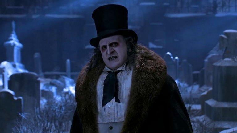 """За Колин Фарел вече се знае, че ще изиграе Озуалд Кобълпот, по-познат като Пингвина, във филма на Мат Рийвс The Batman (2021 г.). В ролята на голям екран вече е бил Дани ДеВито (на снимката в """"Батман се завръща"""" на Тим Бъртън)."""
