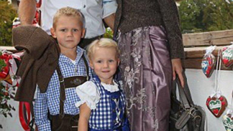Ариен Робен, съпругата му Бернардиен и децата.