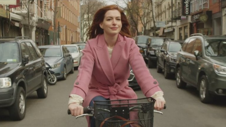 """""""Modern Love"""" (18 октомври) br> """"Modern Love"""" е нов антологичен сериал, създаден по историите от едноименната и доста популярна седмична рубрика в """"Ню Йорк Таймс"""" за любовта, приятелството, семейството и всички свързани с тях взаимоотношения и конфликти. В главните роли ще видим Ан Хатауей, Джон Слатъри, Андрю Скот, Тина Фей, Дев Пател, Катрин Кийнър и др."""