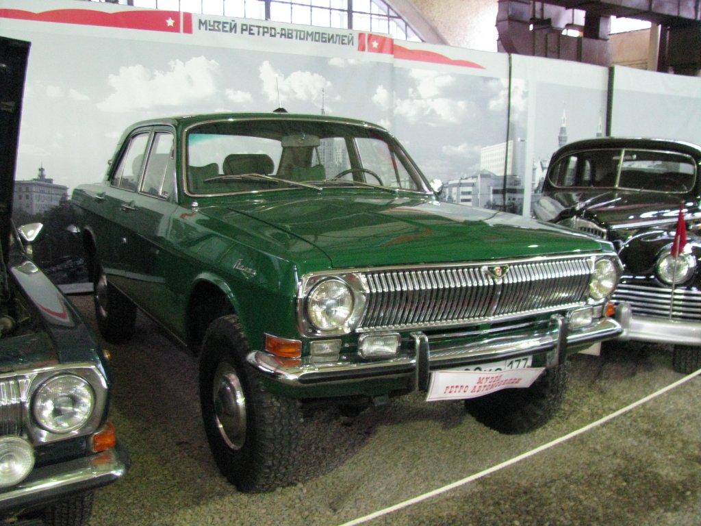 """ГАЗ-24-95В 70-те години на миналия век в СССР се появява прадядото на сегашните кросоувъри. Това творение на завода """"Горки"""" е оборудвано със задвижване 4x4, подсилено окачване, подходящо за офроуд, повдигнат профил и масивни гуми. Задната ос обаче тежи впечатляващите 90 килограма, което прави автомобила твърде тежък и непрактичен, особено за каране по пресечен терен. От този ГАЗ са произведени само четири бройки."""