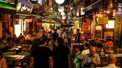 COVID-19 и правителствените кампании може да затворят турските таверни