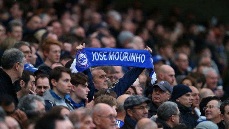 """Челси – Манчестър Юнайтед, неделя 18:00 часа Дербито на кръга е последният мач в програмата от деветия кръг. Жозе Моуриньо срещу бившия си отбор, начело на който в момента е Антонио Конте.  Италианецът загуби и двете дербита – срещу Ливърпул и Арсенал – в които участва досега, но и ситуацията на Жозе в Юнайтед не е по-различна – хикс с Ливърпул и загуба от Сити. Победата може да изстреля """"червените дяволи"""" над Челси в класирането, но лондончани също се нуждаят от победата, за да не изостават от тимовете пред тях. И двамата мениджъри нямат проблеми с контузени или наказани футболисти и ще излязат с най-доброто, с което разполагат.   Сигурен залог: Х или 2 при Двоен шанс – 1,72 Рискова прогноза: 2 – 3,80"""