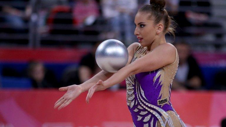 Страхотна Катрин Тасева грабна среброто на топка!