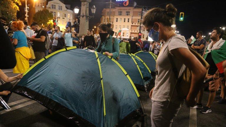 Полицията не премахна барикадите на протестиращите, три кръстовища са блокирани