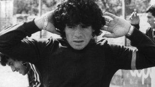 Марадона вкарва 116 гола в 166 мача за Архентинос и изкарва пет сезона там, преди Бока Хуниорс да плати за него убийствените 4 милиона долара през 1981-ва