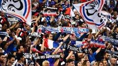 Французите пяха английския химн в Париж, в знак на подкрепа след последните терористични атаки в Англия