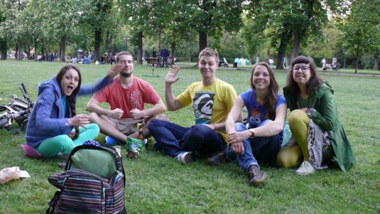 Петима приятели в парка