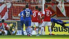 Шалке 04 се възстанови от шокиращата загуба във Финландия през седмицата след паметен обрат срещу Майнц 05