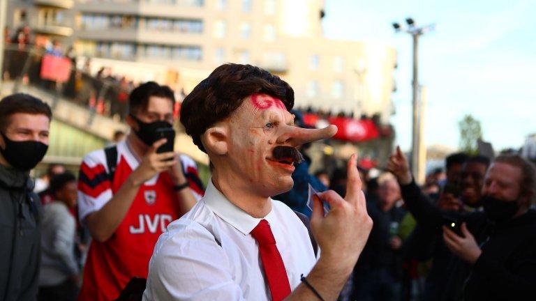 Кошмарна вечер за Арсенал - протести и загуба