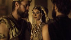 """Troy: Fall of a City   Легендата за Троянската война и хубавата Елена вълнува човечеството от хилядолетия насам. По нея са правени вече редица филми, а очевидно е време вече и за оригинален сериал. Продукцията е съвместна за BBC и Netflix (което означава, че ще чакаме всяка седмица нов епизод) и според информациите всеки епизод ще излиза по около 6 млн. долара. Разбира се, всички знаем какво ще стане накрая, след като Парис и Елена се влюбят, но предвид огромния успех """"Троя"""" с Брад Пит от 2004 г. и тук можем да очакваме нещо епично. Кастингът е пълен със слабо известни актьори (вероятно се върви по модела на """"Игра на тронове""""). Иначе за някои болката от """"Язон и аргонавтите"""", където Орфей беше черен, може да се повтори и тук покрай Ахил, Патрокъл и Зевс. Но нали трябва да има разнообразие..."""