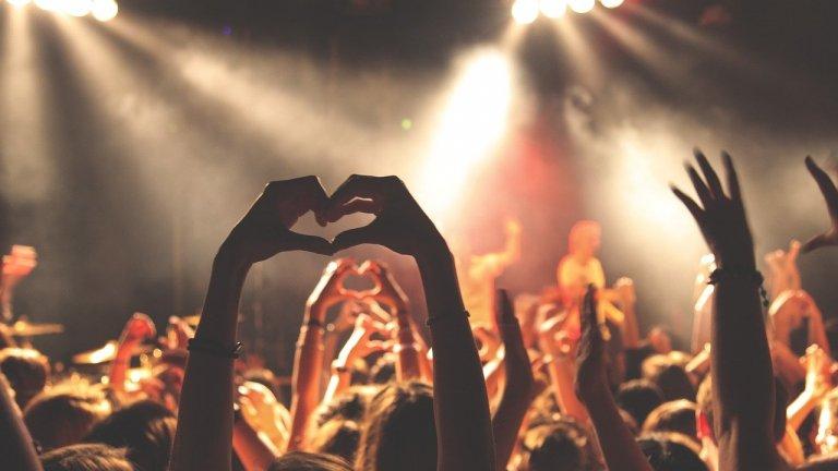 Въпреки разхлабването на мерките в някои държави, бъдещето на музикалния бизнес изглежда неясно