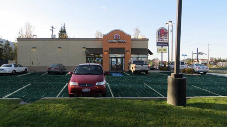 Така би изглеждал паркинга на ресторант за бърза закуска, ако се покрие със соларни панели