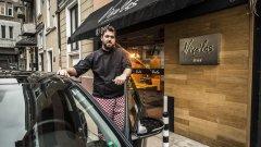 Какво е да си собственик на ресторант и как преминава денят на един от най-популярните готвачи в София