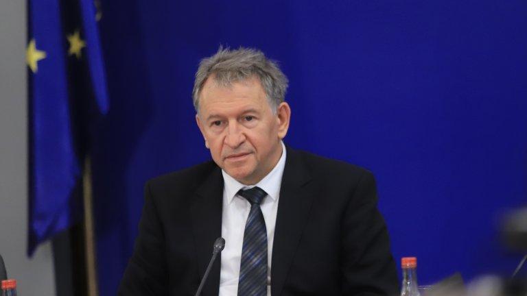 Той посочи и че за момента броят на ваксинираните с първа доза българи достига 2 милиона
