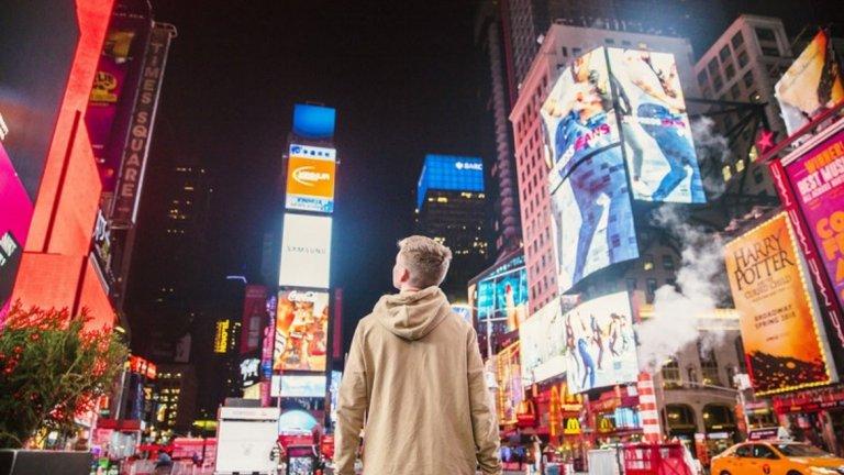 Онлайн гигантът завзема малко по малко рекламния бизнес
