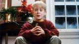 """""""Сам вкъщи"""" (1990 г.) и неговото първо продължение вече са се превърнали в задължителен елемент от Коледа. Независимо дали го гледате всяка година по това време, или вече ви е ужасно омръзнал, вероятно ще са ви любопитни странните конспиративни теории, които феновете на поредицата са измисляли през годините. Ето и някои от тях:"""
