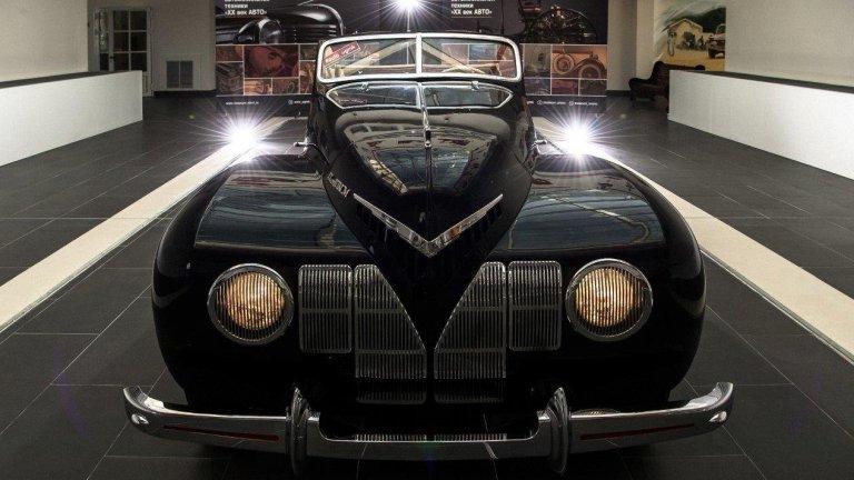 """ЗИС """"Спорт""""Автомобилът действително си е заслужавал названието """"Спорт"""" - произведен през 1939 г., той е можел да вдигне изумителните за времето си 161 км/ час, а амбициите са били скоростомерът да надхвърли 180 км/ час. Лично Сталин е особено заинтригуван от идеята за """"атлетична лимузина"""" с интересен дизайн като този, но неговото любопитство не е достатъчно, за да успее проектът. От """"Спорт"""" е произведена само една бройка и опитите за повече са прекратени."""