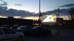 """Под формата на автокино беше поднесена вчерашната софийска прожекция на """"Българ"""" на покрива на търговски център """"Сердика"""""""