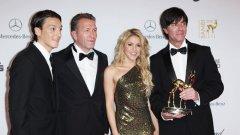 """Шакира, която признава, че е фен на световния шампион Испания, пътува до ЮАР с националния отбор на Германия и преди дни бе на награждаването  на Бундестима с отличието """"Бамби"""""""