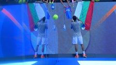 Григор Димитров раздава автографи след победата си във втория кръг на Australian Open 2017
