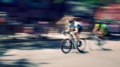 Мили велосипедисти, ако е възможно, вземете най-накрая финално решение дали искате да се движите като пешеходец или като МПС. Защото не може и като двете.