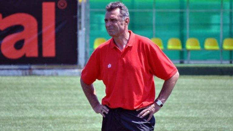 Днес Джевизов е директор на футболната академия в Етрополе