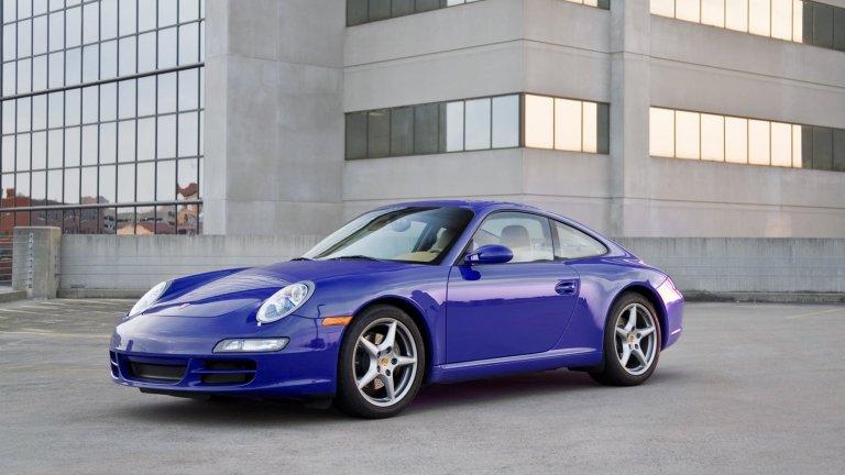 Porsche 911Нидерландците от Voiture Extravert за момента правят само един вариант електромобили, наречени Quintessenza. Той се основава на Porsche 911 и процесът по преобразяването на един екземпляр отнема около девет месеца. Промяната включва смяна на двигателя, боядисване със специална цинкова боя и цялостна вътрешна реконструкция. Пробегът е 400 километра на цена от поне 340 хил. долара и нагоре.
