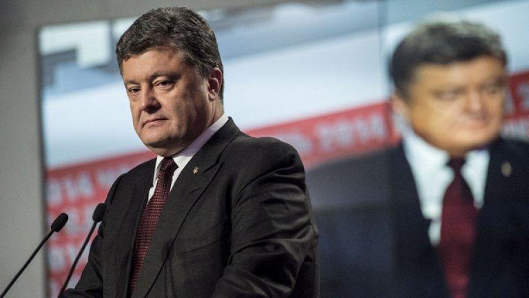 Порошенко обеща да продаде частните си фирми още по време на предизборната кампания. Днес твърди, че поради тежката икономическа ситуация все още не може да намери купувачи.