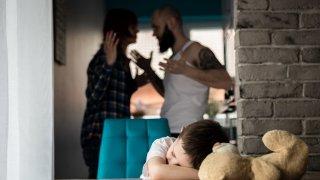 Скандалите са защита срещу вътрешния страх и тревога, когато човек се чувства притиснат от много страни.