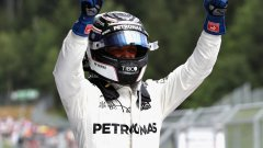 Ботас стартира първи в Австрия и спечели състезанието, но Фетел остава с добра преднина в класирането при пилотите