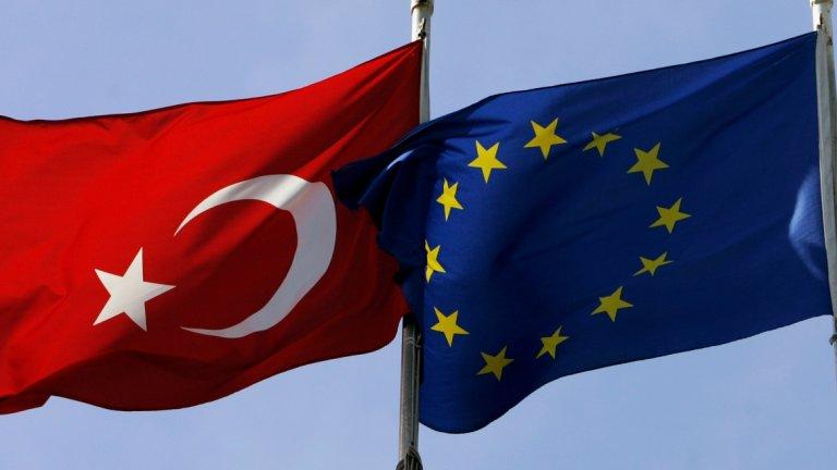 """Причината са """"провокациите"""" на Анкара при търсенето на газ и нефт в оспорвани части на Средиземно море"""