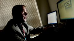 Канадската полиция предупреди, че старицата представлява опасност за мъжете, търсещи компания в интернет