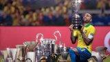 Алвеш има три триумфа в Шампионската лига и общо девет шампионски титли в Испания, Италия и Франция с екипите на Барселона, Ювентус и Пари Сен Жермен.