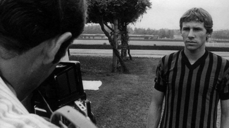 Младият Франко Барези на фотосесия в Милан.