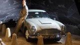 """Aston Martin DB5   Aston Martin DB5 е колата, която Шон Конъри кара в """"007: Goldfinger"""". Този август модел от нея беше продаден за впечатляващите 6,8 млн. долара. Така автомобилът влиза историята като най-скъпия Aston Martin, продаван някога.   Автомобилът, който беше закупен на аукцион, всъщност не участва във филма, но е точно копие на този, който Конъри кара (и разбива в един момент), а освен това е напълно реставриран през 2012 г. Снабден е с различни """"одобрени от Ми-6"""" екстри като въртяща се регистрационна табела и бронирани стъкла."""
