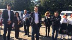 Депутатът от ДПС Станислав Анастасов търси съвет как да гласува