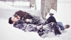 Зимата е сезонът, в който е необходимо да правиш повече секс, за да се стоплиш. И най-важното - и другият ще е навит, защото и на него му е студено