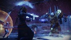 Destiny 2  платформи: PS4, Xbox One, PC излиза на: 6 септември (PS4, Xbox One), 24 октомври (PC)  Оригиналната Destiny бе едно мащабно начинание, което първоначално се огъна под собствените си амбиции, но по-късно успя да се настани трайно на небосклона. С Destiny 2, Activision и Bungie си поставят за задача да не повторят колебливия старт и от самото начало да предложат една завладяваща онлайн вселена, към която да се връщате отново и отново.  От една страна, цялата структура на тази екшън фантастика се запазва, но от друга всеки един геймплеен аспект би трябвало да предлага повече дълбочина и качество. Сингълплейър кампанията има по-сериозни претенции, докато мултиплейърът е по-гъвкав. Кооперативният режим ще бъде разширен с повече мисии. Ако обичате шутъри и онлайн игри, Destiny 2 има потенциала да ви ангажира за дълго време.