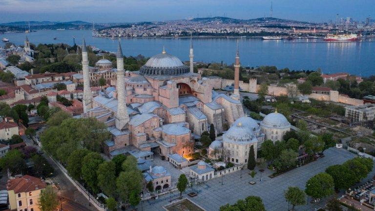 Турският президент Ердоган призова света да уважава решенията на турската държава